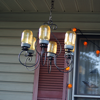 http://savedbylovecreations.com/2012/10/mason-jar-chandelier-diy.html