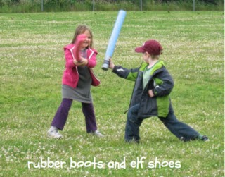 http://rubberbootsandelfshoes.blogspot.ca/2012/06/pool-noodle-swords.html
