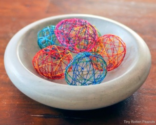 http://tinyrottenpeanuts.com/cool-craft-string-easter-eggs/